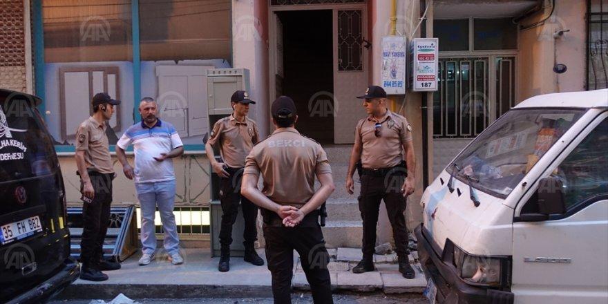 BAYRAKLI'DA TÜFEK SESLERİ..13 VE 16 YAŞINDAKİ KIZLARINI VURDU