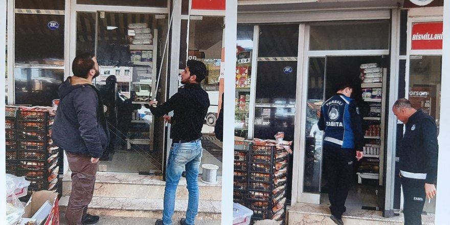 TORBALI'DA SURİYELİLERİN İŞYERLERİ MÜHÜRLENDİ