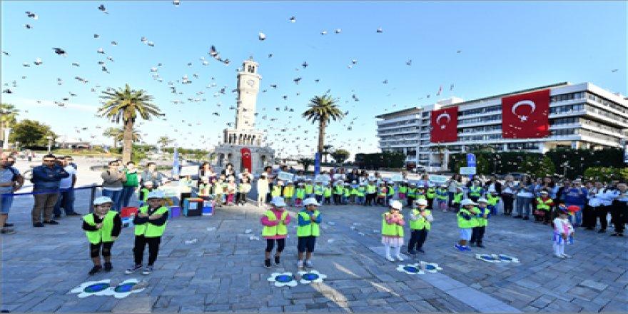 TARİHİ KEMERALTI ÇARŞISI'NDA TEMİZLİK SEFERBERLİĞİ