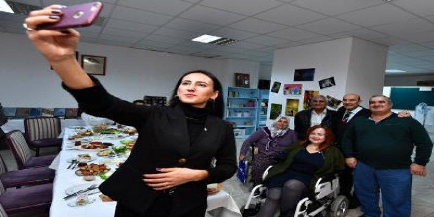 TUNÇ SOYER'DEN ENGELLERİ KALDIRAN ZİYARET
