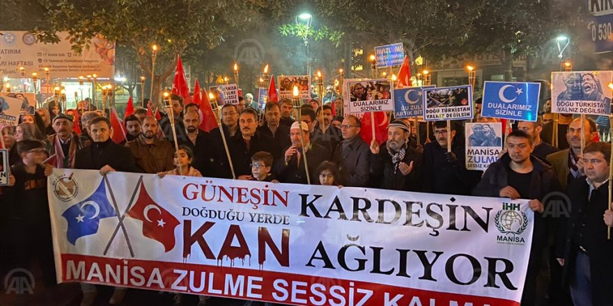 İZMİR'DE 'ÇİN' PROTESTOSU