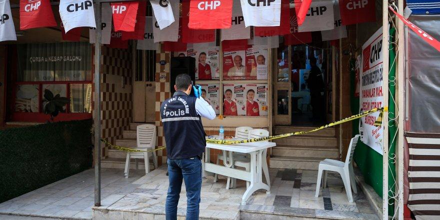 İZMİR'DE CHP'NİN SEÇİM BÜROSU'NA ATEŞ AÇILDI..2 YARALI..