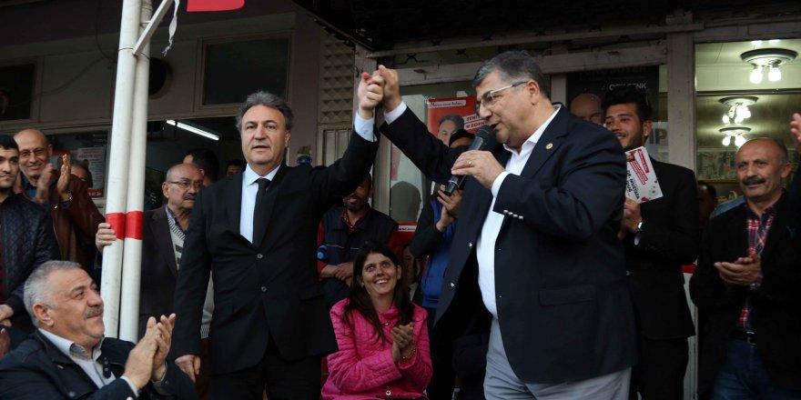 CHP'Lİ SINDIR: 'MEYDANLARA ÇIKIP NASIL OY İSTİYORLAR'