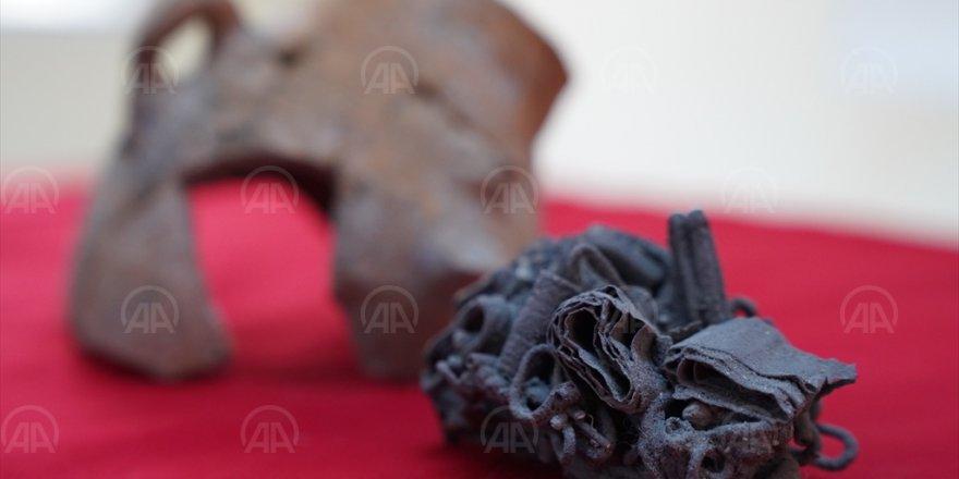 HEPSİ BAYRAKLI'DA BULUNDU...MİLATTAN ÖNCE...BİR KAP İÇERİSİNDEN ÇIKTI