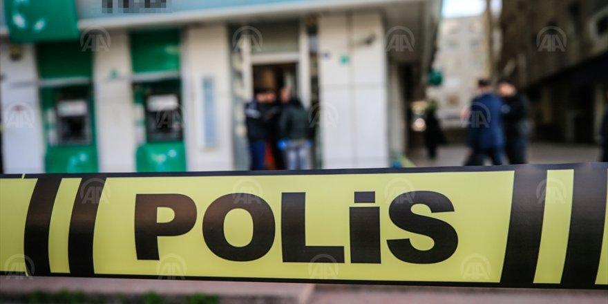 BANKA SOYGUNCUSU POLİSE TESLİM OLDU...