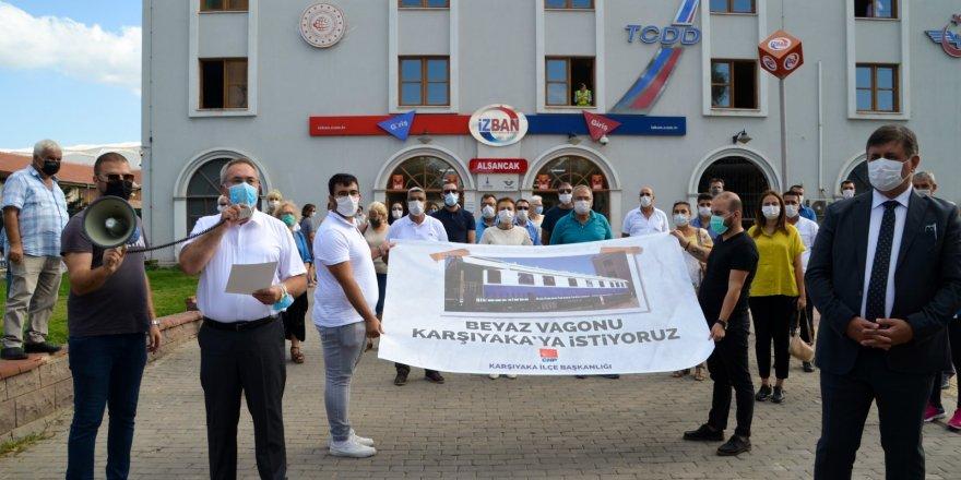 CHP KARŞIYAKA İLÇE 'BEYAZ VAGON' İÇİN İMZA TOPLUYOR