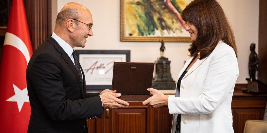 BAYAN PAPOULİA İZMİR'E VEDA ETTİ..YENİ GÖREVİ MEKSİKA'DA
