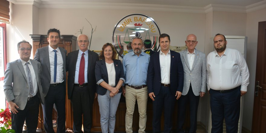 CHP İZMİR'DEN DEMOKRASİ NÖBETİNDEKİ İZMİR BAROSU'NA ZİYARET